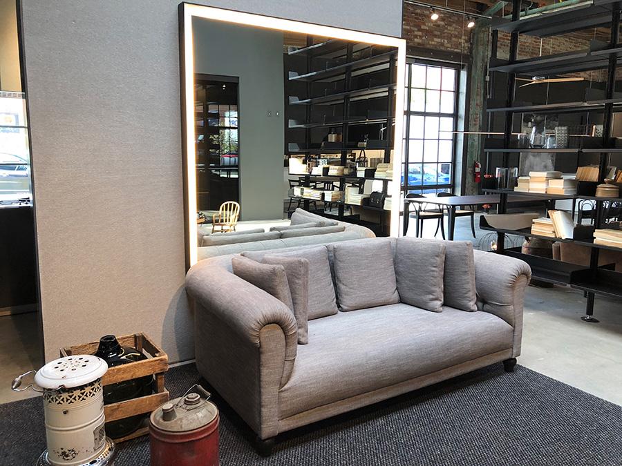 Divano Chesterfield De Padova.Solesdi Sample Sale Modern In Denver Colorado S Design Magazine